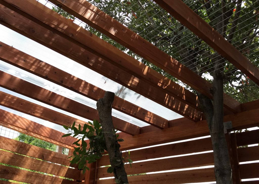 Woodland Hills Dogio Polygal and Mesh Roof